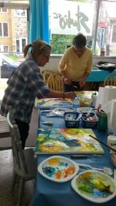 Marie-Laure et Marielle, très attentives à leurs projets...